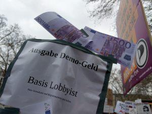 Die CDU hat recht, es gab Demogeld, 450,- für alle die 50,- Wechselgeld dabei hatten.